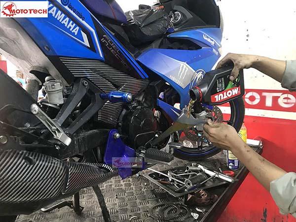 Xe Yamaha Exciter 150 thay nhớt định kỳ