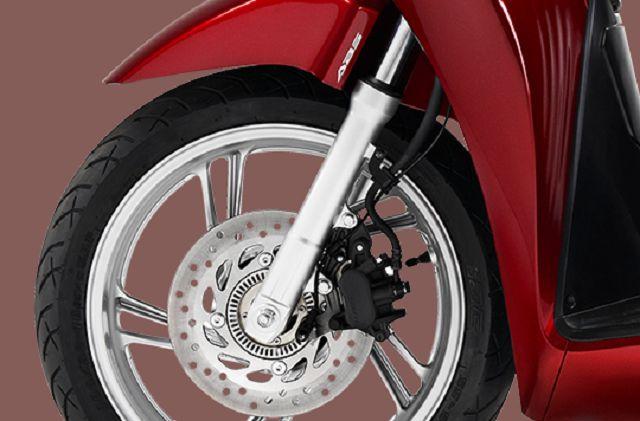 SH 125i/150i được trang bị hệ thống chống bó cứng phanh (ABS)