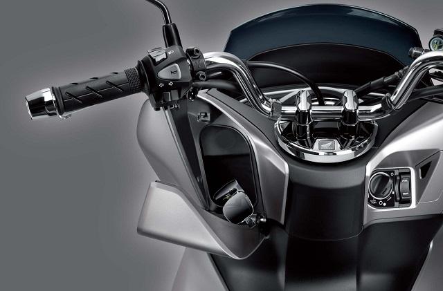 Hộc đựng đổ trước thiết kế mới Honda PCX