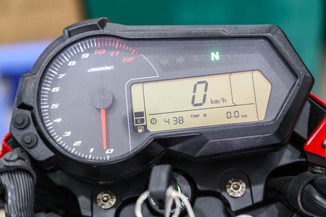 Mặt đồng hồ hiện đại Benelli TNT125
