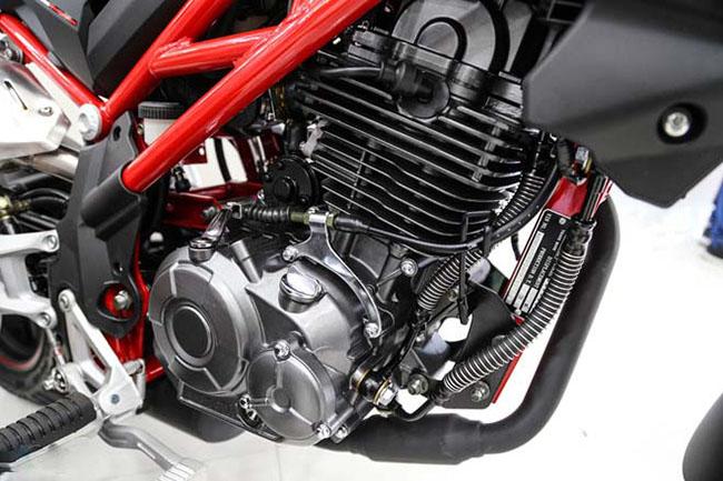 Khối động cơ SOHC khỏe mạnh Benelli TNT 125