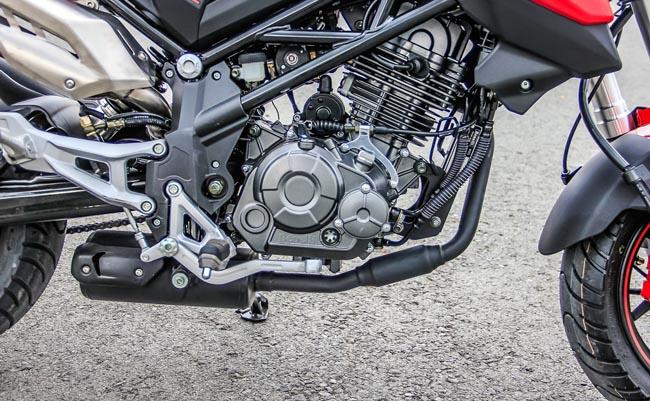 hệ thống động cơ mạnh mẽ xe Benelli TNT125