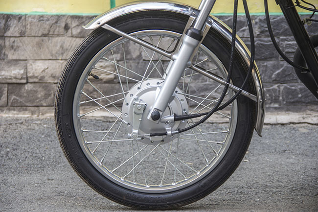 Honda CG125Fi thiết kế vành tăm cùng hệ thống phanh đùm