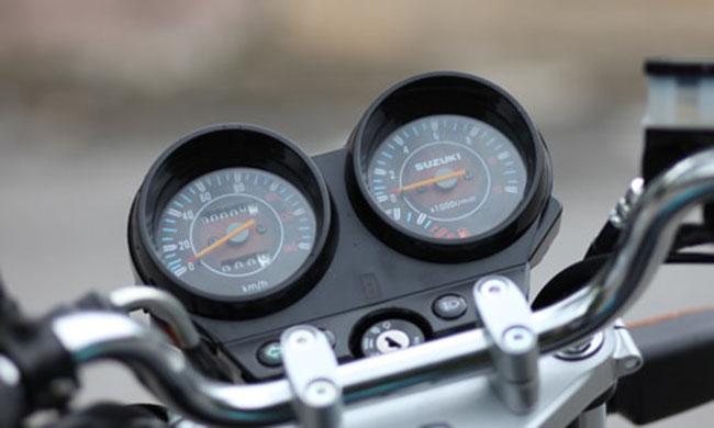 Xe côn tay Suzuki HJ125 thiết kế đồng hồ đôi