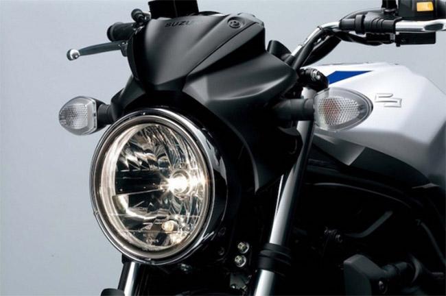 đèn pha có thiết kế ấn tượng xe Suzuki SV650