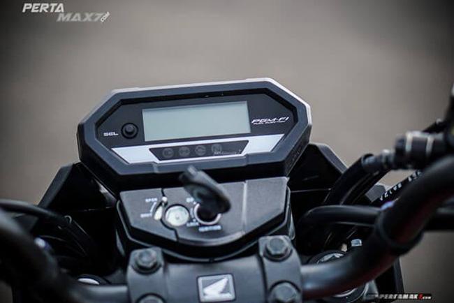 Màn hình đồng hồ điện tử mang đậm phong cách thể thao của Honda CB150R Verza