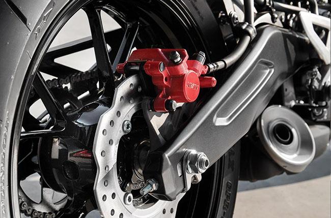 Thiết kế càng sau độc đáo của Honda CB150R 2021