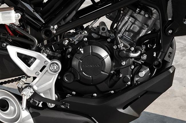 Cận cảnh khối động cơ của Honda CB150R 2021.